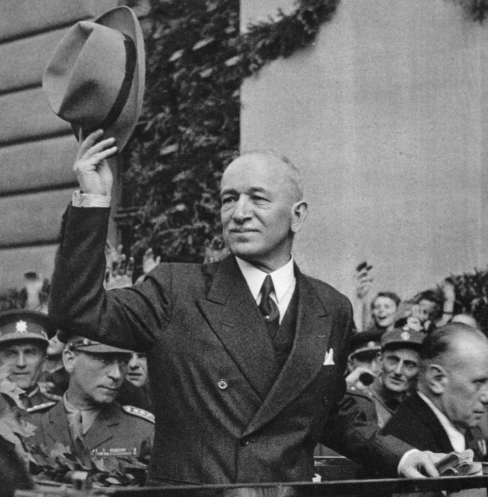 Edvard Beneš wracają do Pragi w maju 1945 roku (domena publiczna).