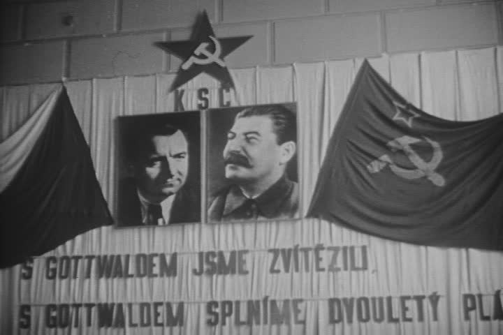 Gottwald i jego idol Stalin na jeden ścianie (domena publiczna).