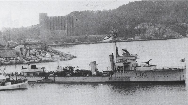 """HMS """"Valorous"""", okręt który doprowadził """"Orła"""" do bazy Rosyth (domena publiczna)."""
