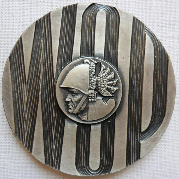 Idealny oficer zwiadu WOP miał być niczym bolszewicki cyborg. Na zdjęciu Medal pamiątkowy WOP (Jurek281/CC BY-SA 3.0).