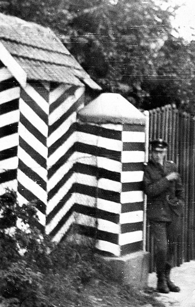 WOP-iści mieli duży kłopot z zagranicznymi marynarzami. Na zdjęci z 1965 roku strażnica WOP w nadmorskim Dźwirzynie (Leszek Orkisz/domena publiczna).