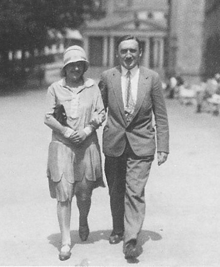 Żychoń kierował dowodzoną przez siebie placówką żelazną ręką. Na zdjęciu wraz z żoną. Fotografia z książki Polscy szpiedzy 2 (materiały prasowe).