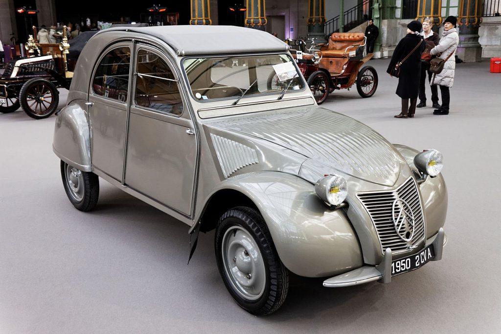 Citroën 2CV. Właśnie w takim samochodzie został zamordowany Mróz (Thesupermat/CC BY-SA 3.0).