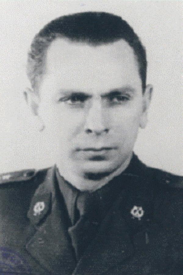 Michał Goleniewski w mundurze oficera ludowego Wojska Polskiego (domena publiczna).