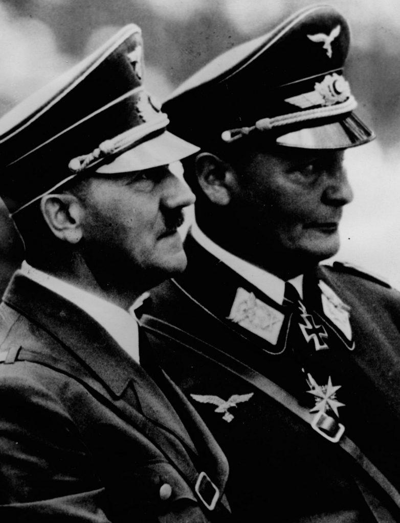 Hitler mianował Göringa odpowiedzialnym za plan czteroletni (domena publiczna).