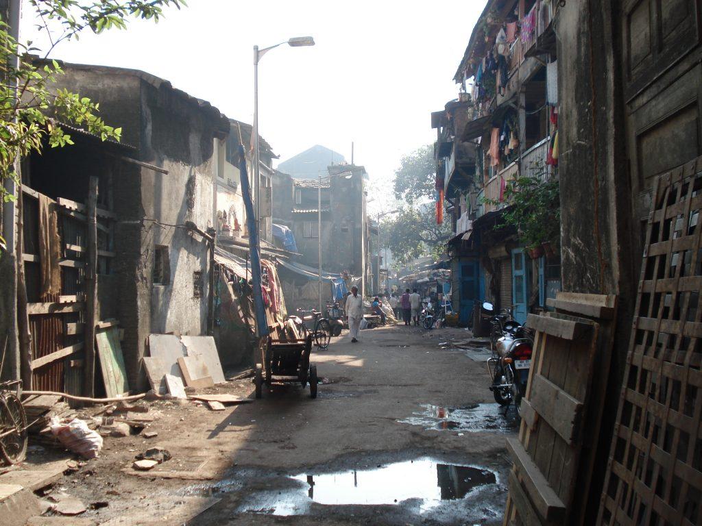 Mumbajska dzielnica Kamathipura to podobno największa dzielnica czerwonych latarni na świecie (fot. Hawk4256 at English Q52, domena publiczna)