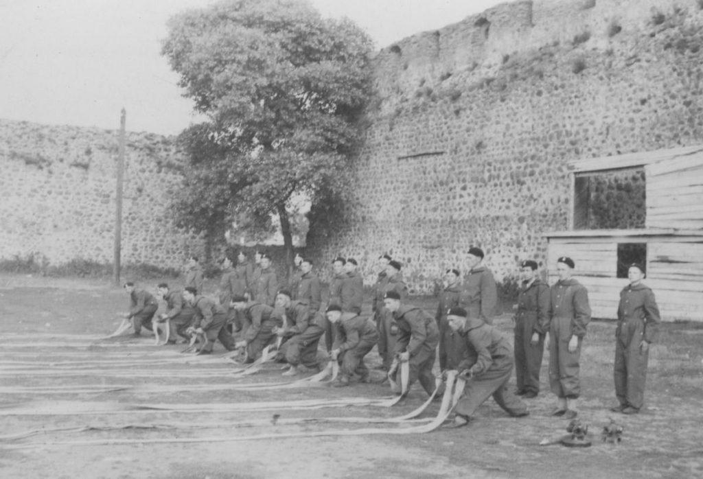 Lidzcy strażacy w czasie ćwiczeń (domena publiczna).