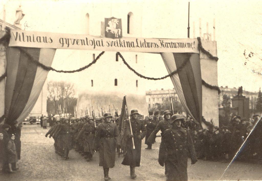 Lewskie  wojska wkraczające do Wilna (GNU FDL 1,2).