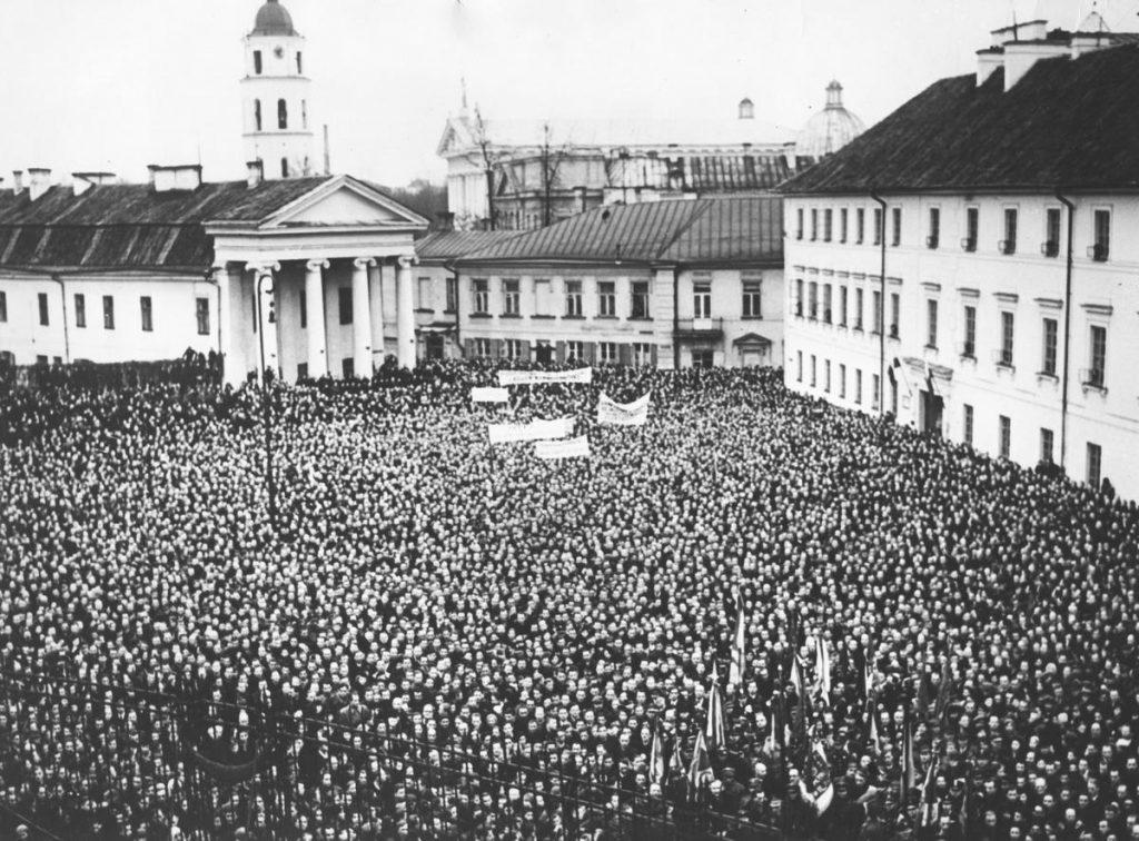 Za sprawą decyzji litewskich władz większość mieszkańców Wilna stała się uchodźcami we własnym mieście (domena publiczna).