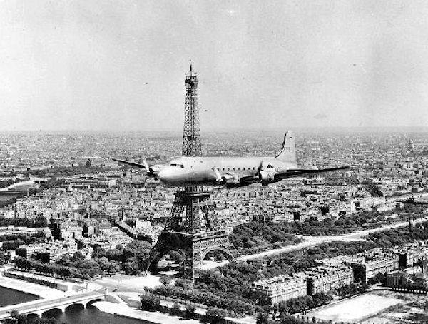 Mróz do Paryża wyjechał z cała rodziną (domena publiczna).
