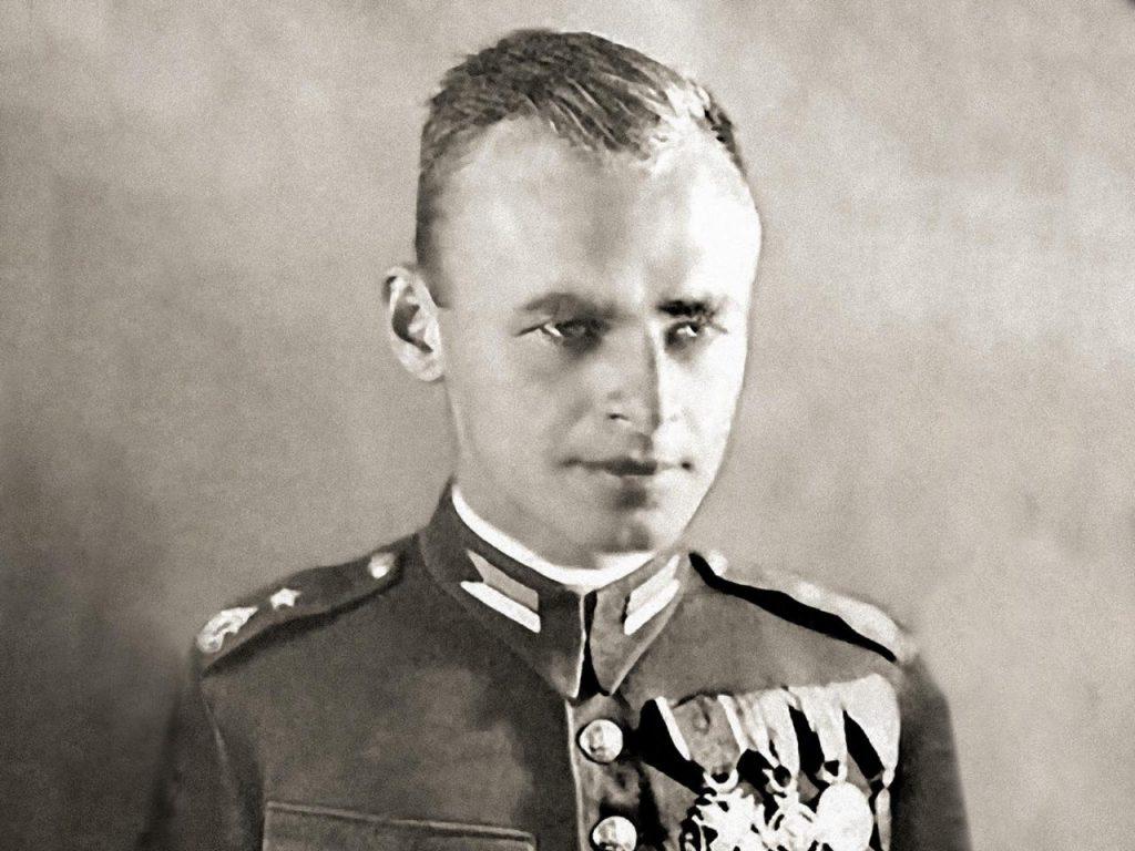 Witold Pilecki, aby zdobyć niezbędną wiedzę o uprawie roli podjął korespondencyjne studia rolnicze (domena publiczna).