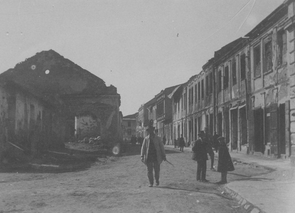 Jednym z najbardziej zniszczonych polskich miast w czasie Wielkiej Wojny były Gorlice (domena publiczna).