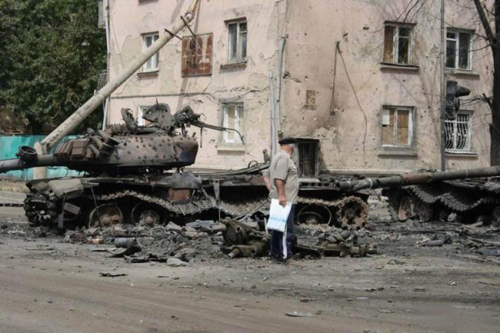 Zniszczony gruziński czołg T-72 z czasów wojny gruzińsko-rosyjskiej w 2008 roku (fot. OSinform, lic. CCA SA 3.0)
