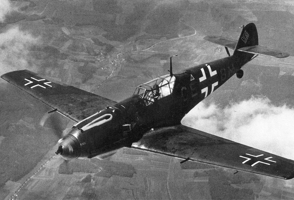 Messerschmitt Bf 109 na zdjęciu z 1940 roku (domena publiczna).
