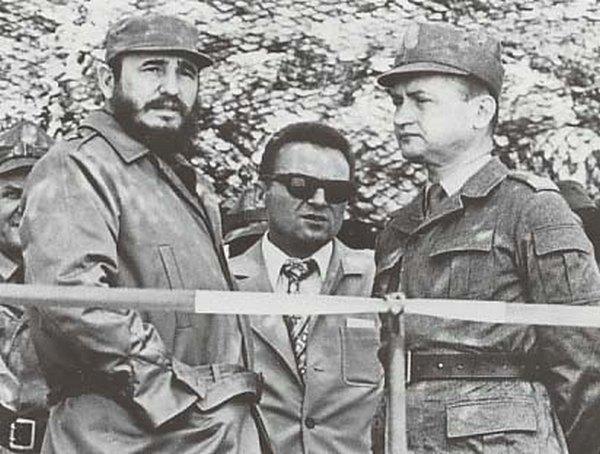 Fidel Castro i Wojciech Jaruzelski na zdjęciu z 1972 roku (domena publiczna).