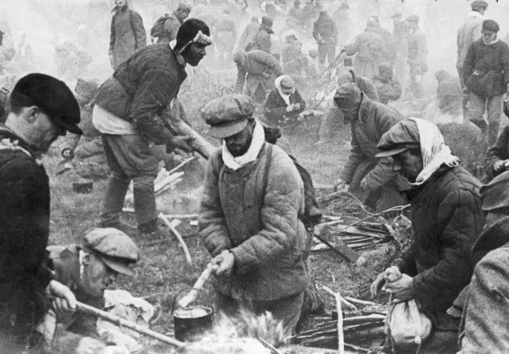 Żołnierze Armii Czerwonej, którzy dostali się do niemieckiej niewoli nie mieli statusu jeńców wojennych (domena publiczna).