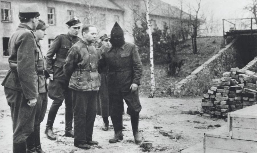 Za swoje zbrodnie przed sądem stanęło zaledwie 11% członków załogi Auschwitz. Wśród nich był komendant obozu Rudolf Höss (Stanisław Dąbrowiecki/domena publiczna).