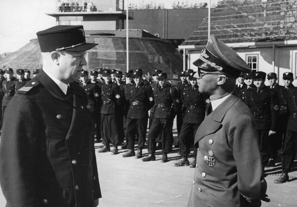 Terboven i Quisling w czasie przeglądu paramilitarnej organizacji Hirden (domena publiczna).