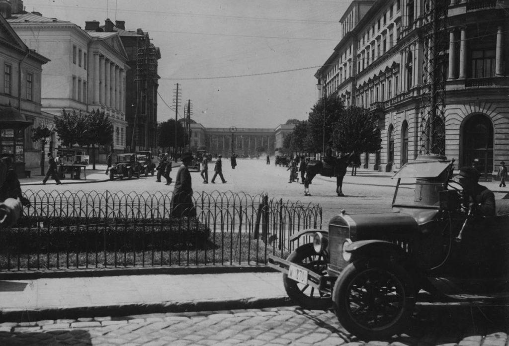 W połowie lat 20. na ubezpieczenie samochodu było stać tylko naprawdę bogaczy (domena publiczna).
