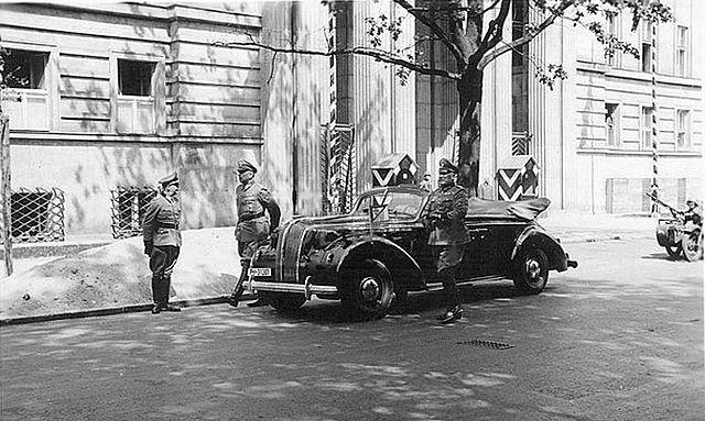Dom publiczny miał być przeznaczony dla esesmanów i niemieckich policjantów. Na zdjęciu siedziba gestapo na alei Szucha (domena publiczna).