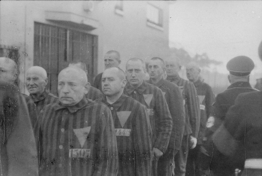 Homoseksualiści byli skazywani na obóz koncentracyjny (domena publiczna).
