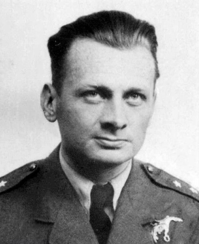 Porucznik Ludwik Paszkiewicz. To on zapisał pierwsze zwycięstwo na koncie Dywizjonu 303.