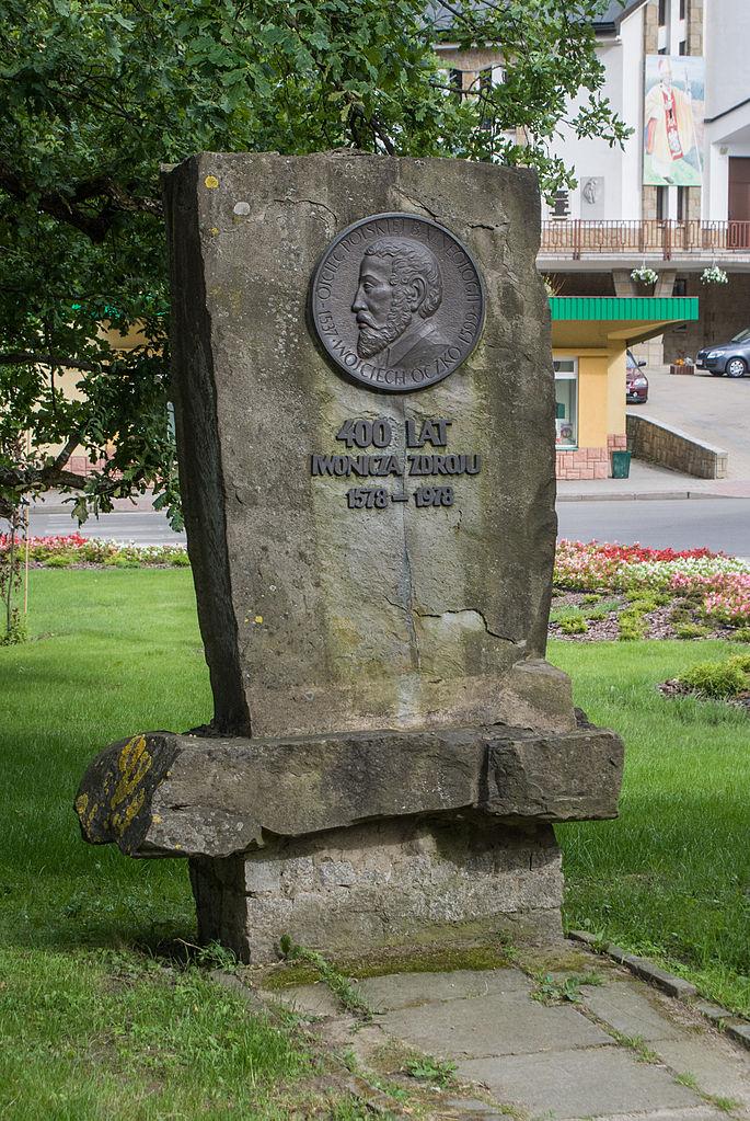 Pomnik upamiętniający Wojciecha Oczkę w Iwoniczu-Zdroju (Adam Kliczek/CC-BY-SA-3.0).