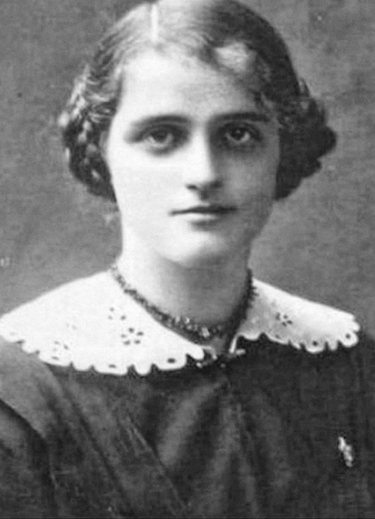 Teresa Grodzińska na zdjęciu z okresu I wojny światowej (domena publiczna).