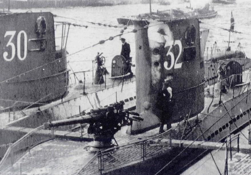 U-30 na zdjęciu z okresu międzywojennego (domena publiczna).