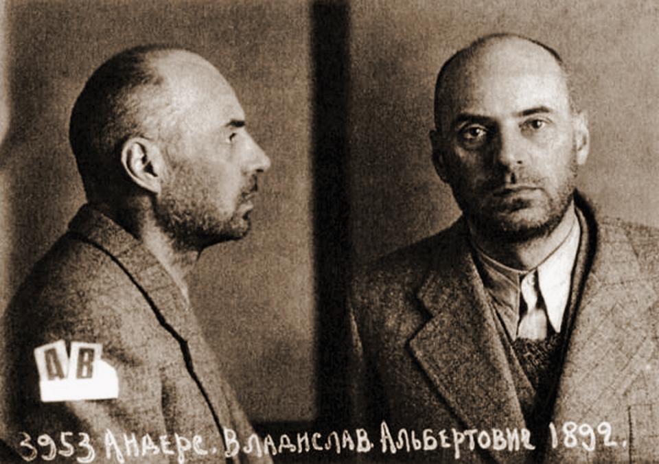 Władysław Anders na zdjęciu wykonanym po aresztowaniu przez NKWD (domena publiczna).
