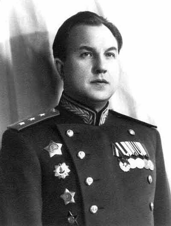 Wiktor Abakumow na zdjęciu wykonanym przed 1951 roku (domena publiczna).