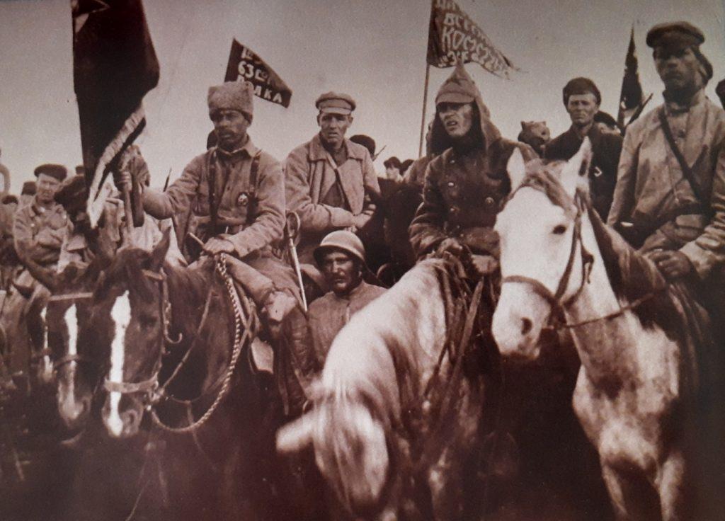 Żołnierze osławionej Armii Konnej Budionnego (domena publiczna).