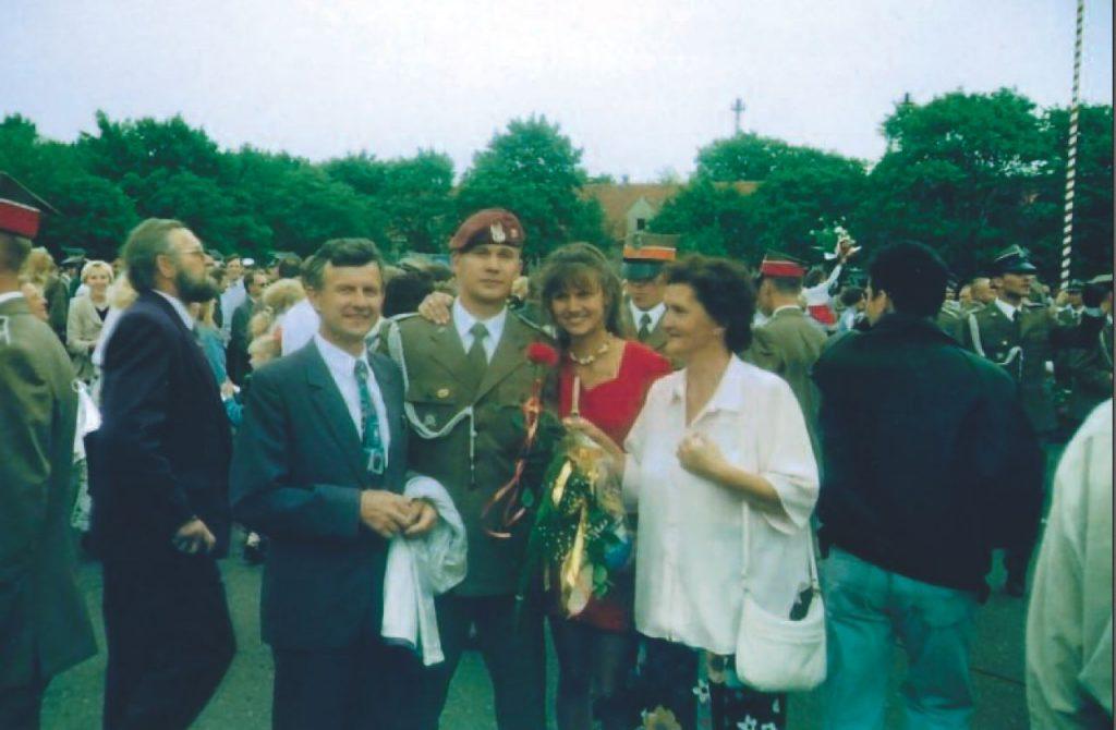 Aby zostać komandosem Krzysztof Puwalski musiał najpierw przetrwać selekcję. Na zdjęciu już po ukończeniu szkoły działań specjalnych. Fotografia z książki Operator 594 (materiały prasowe).