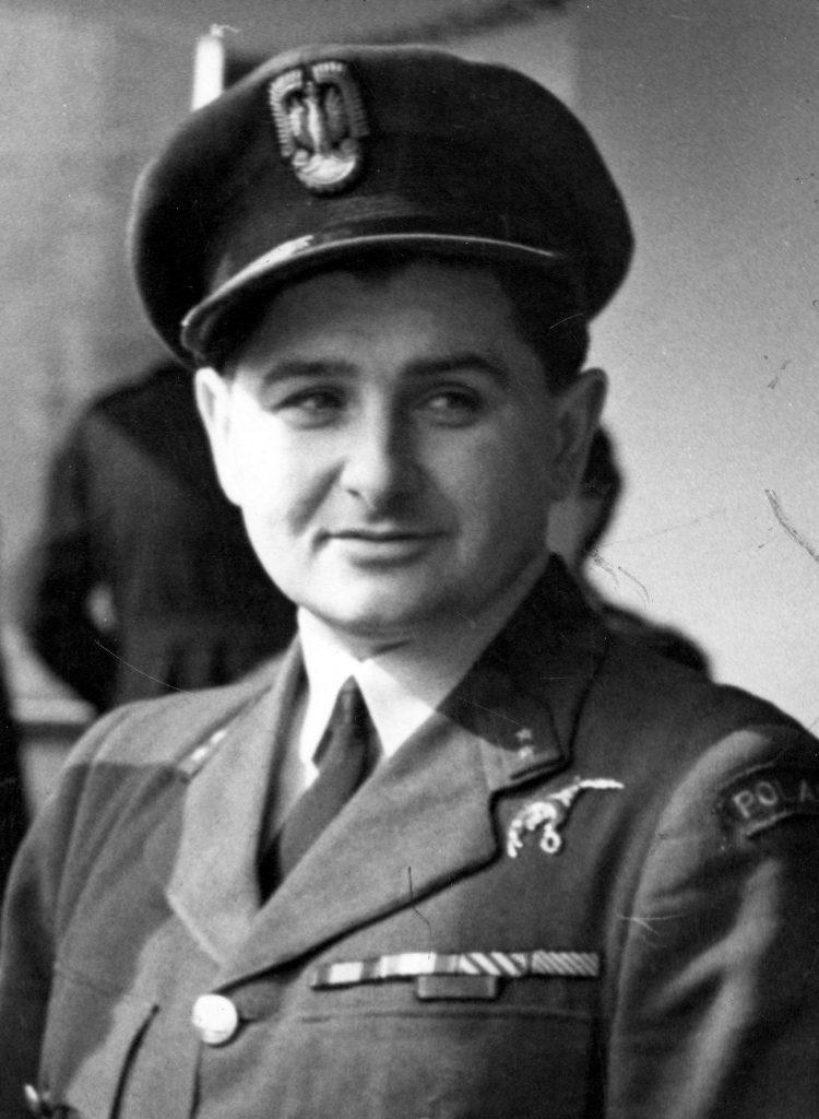 Antoni Głowacki na zdjęciu z okresu II wojny światowej (domena publiczna).