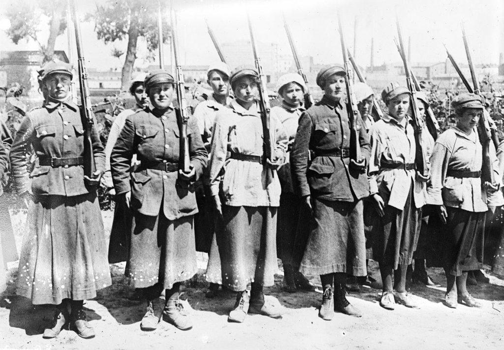Legionistki z OLK na zdjęciu z okresu wojny polsko-bolszewickiej (domena publiczna).