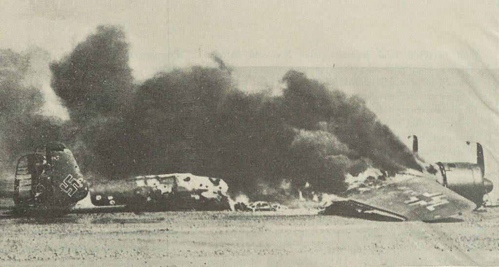 Niemiecki bombowiec zestrzelony w trakcie Bitwy o Anglię (domena publiczna).