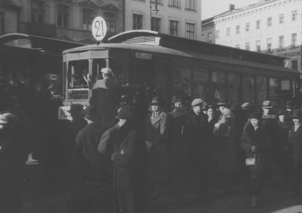 Aby kupić bilet miesięczny tylko na jedną linię tramwajową w 1939 roku trzeba było wydać 15 złotych (domena publiczna).