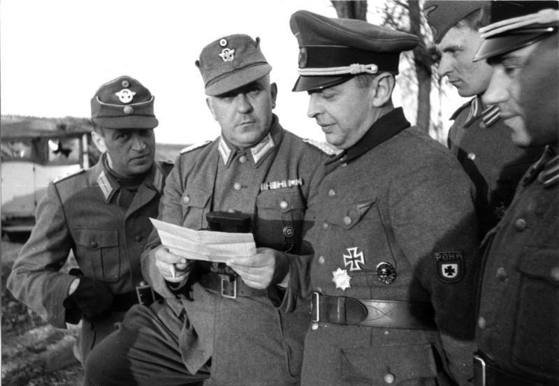 Brnisław Kaminicki (z naszywką RONA na ramieniu) na zdjęciu z marca 1944 roku (Bundesarchiv/Wehmeyer/CC-BY-SA 3.0).