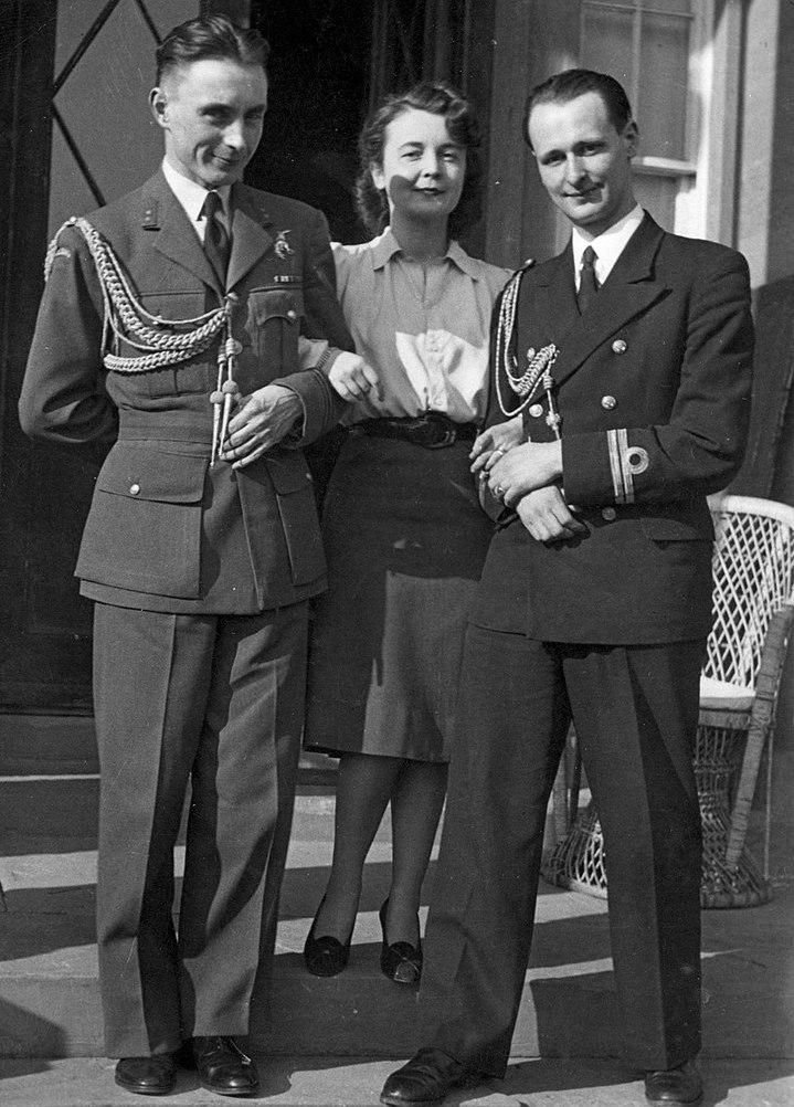 Córka generała Sikorskiego Zofia Leśniowska oraz adiutanci Naczelnego Wodza porucznik pilot Czesław Główczyński i porucznik marynarki Józef Ponikiewski (Czesław Datka/domena publiczna).