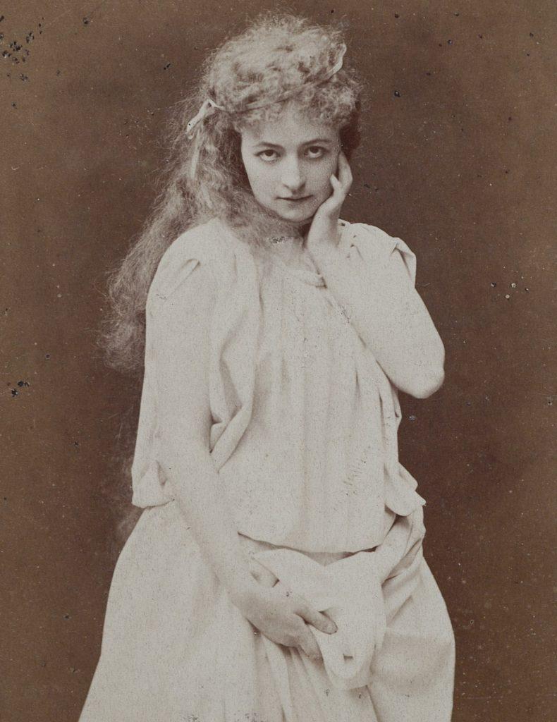 Helena Modrzejewska jako Ofelia. Zdjęcie z 1871 roku (Jan Mieczkowiski/domena publiczna).