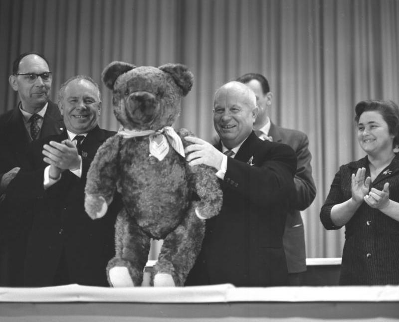 Nikita Chruszczow twierdził, że Stalin faworyzował Polaków. (Bundesarchiv/CC-BY-SA).