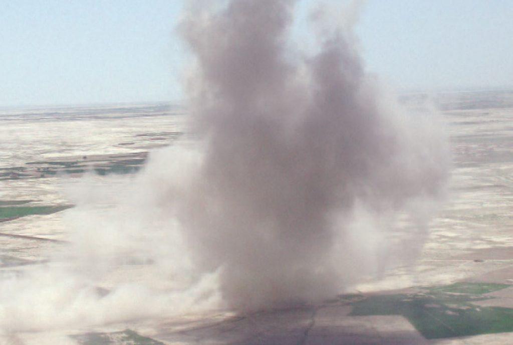 Siła wybuchu była ogromna, co widać na zdjęciu wykonanym przez załogę jednego ze śmigłowców. Zdjęcie z książki Operator 594 (materiały prasowe).