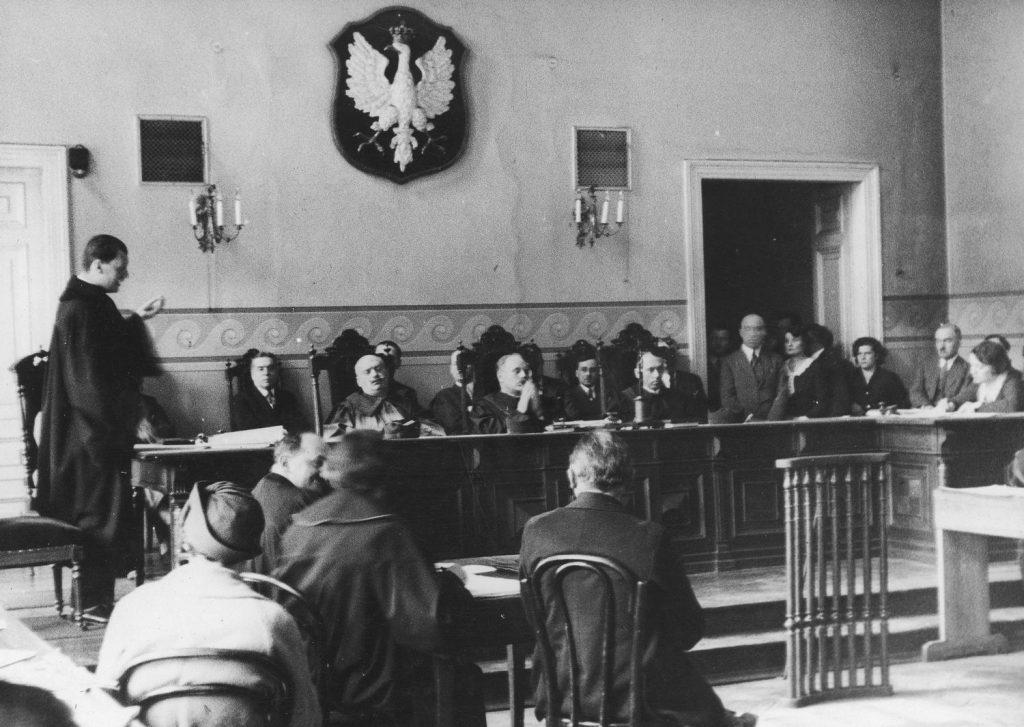 Jak często przedwojenne sądy skazywałyy na śmierć. Na zdjęciu skład sędziowski orzekający w sprawie o zabójstwo (domena publiczna).