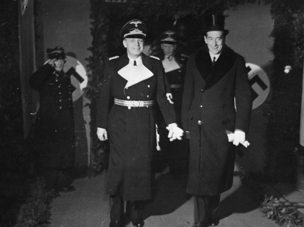 Joachim von Ribbentrop i Józef Beck na zdjęciu wykonanym podczas wizyty polskiego ministra w Berlinie w styczniu 1939 roku (domena publiczna).