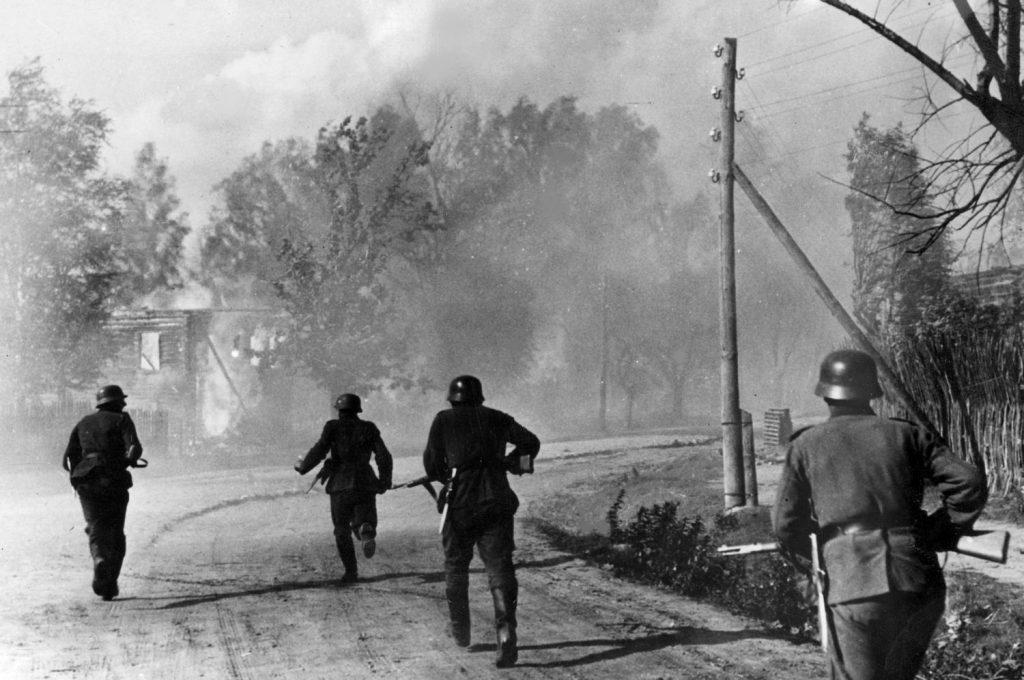 Już w 1941 roku w szeregach Wehrmachtu znalazły się dziesiątki tysięcy Polaków z Górnego Śląska (domena publiczna).