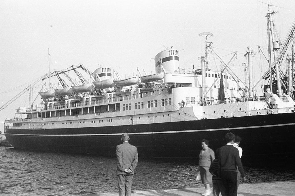 MS Batory na zdjęciu z początku lat 60. XX wieku (domena publiczna).