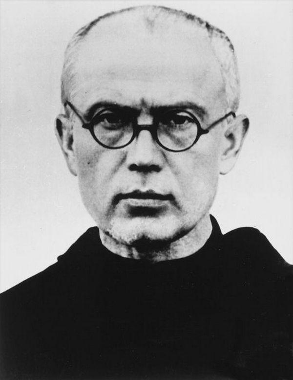 Więźniem w obronie, którego stanął Pietrzykowskie był Maksymilian Maria Kolbe (domena publiczna).