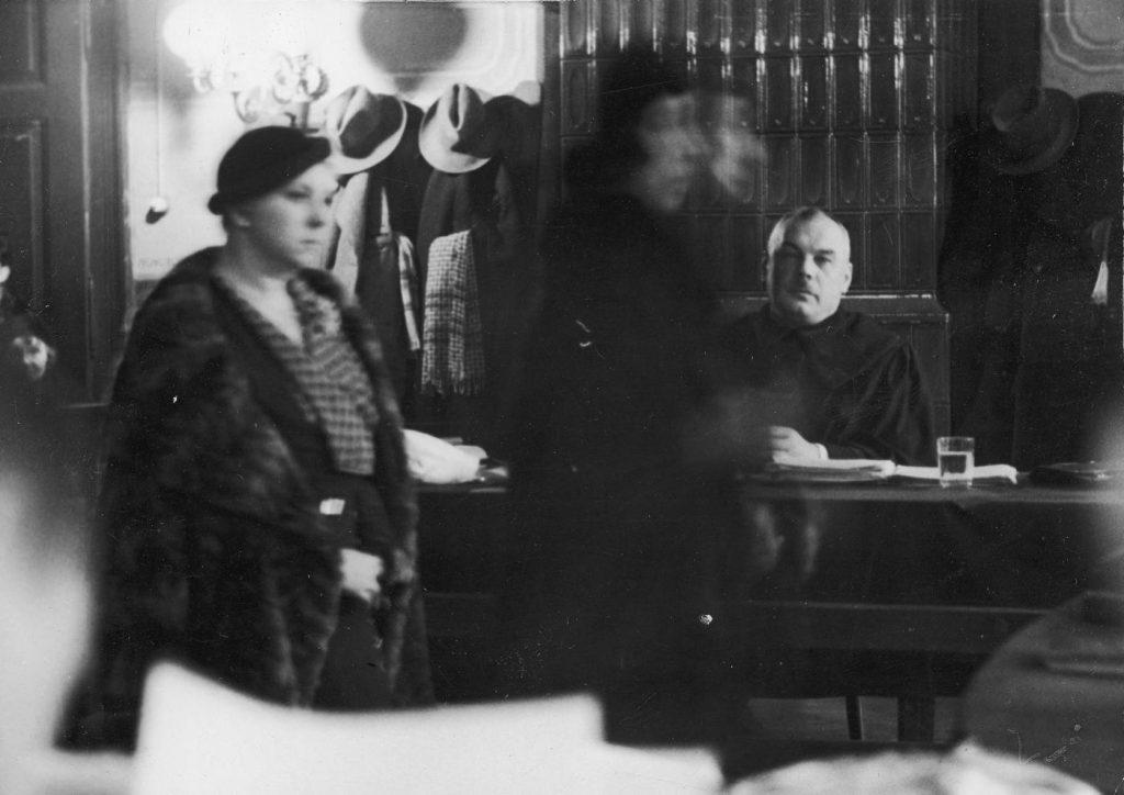 Maria Ciunkiewiczowa podczas składania zeznań (domena publiczna).