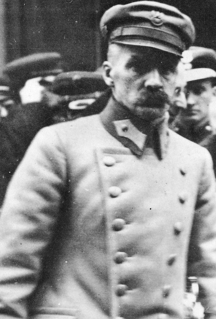 Na mocy dekretu Józefa Piłsudskiego z grudnia 1918 roku Naczelnika Państwa, Polska Krajowa Kasa Pożyczkowa stała się oficjalnym bankiem emisyjnym (domena publiczna).