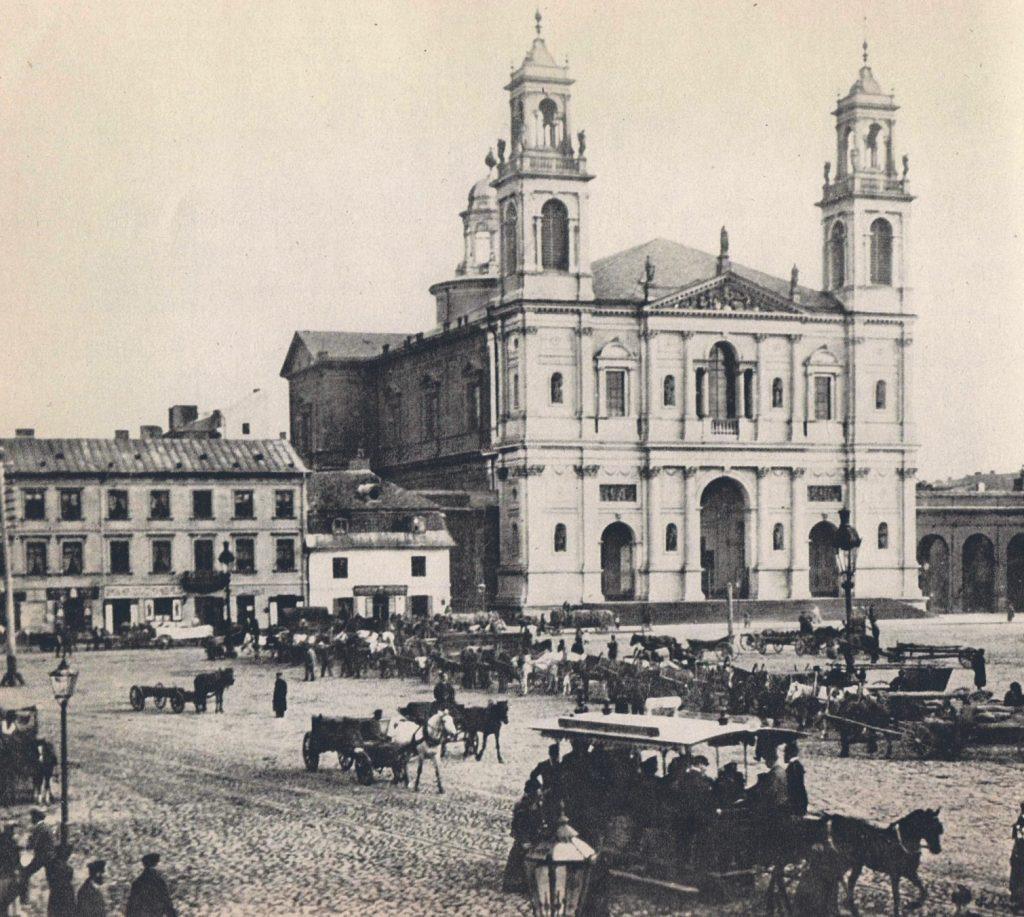 Plac Grzybowski. To tam 13 listopada 1904 roku doszło do pierwszego zbrojnego starcia PPS z kozakami (domena publiczna).